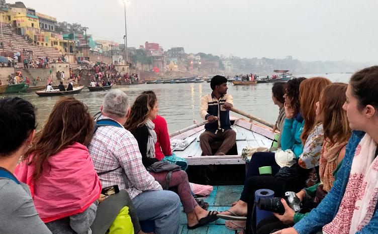 Varanasi a orillas del Ganges - India norte | viajar haciendo yoga - Apasho