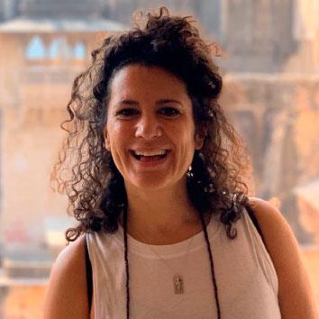 Emma Vázquez - Tu coordi yogi - Myanmar | viajar haciendo yoga - Apasho