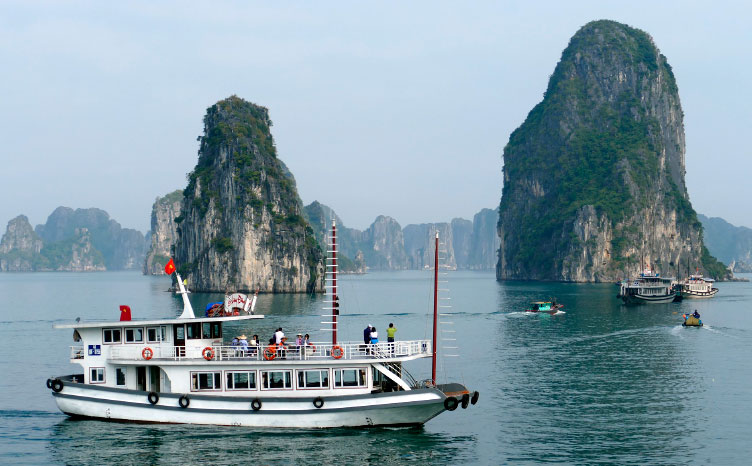 la bahía de Halong - Vietnam | viajar haciendo yoga - Apasho