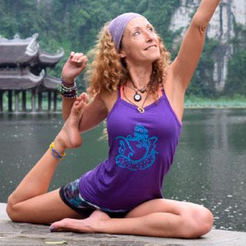 Mónica Llorente - Tu coordi yogi - Vietnam Camboya | viajar haciendo yoga - Apasho