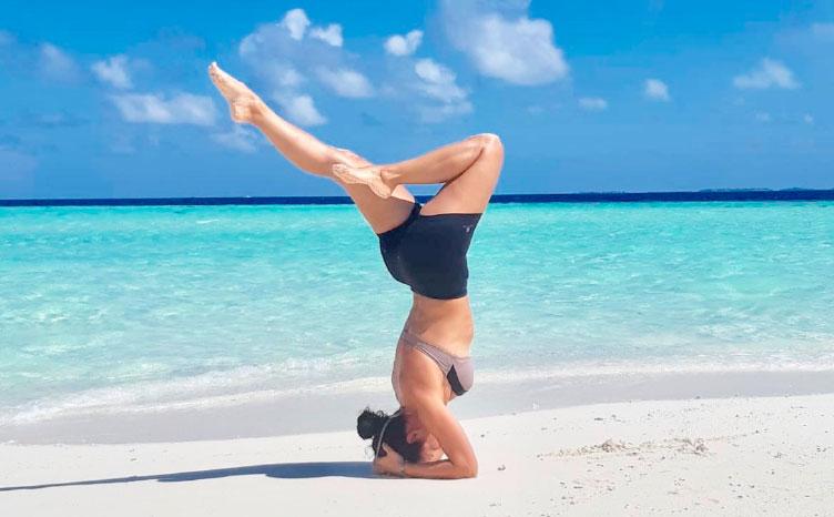 "Gulhi: ""bikini beach"" - Maldivas | viajar haciendo yoga - Apasho"