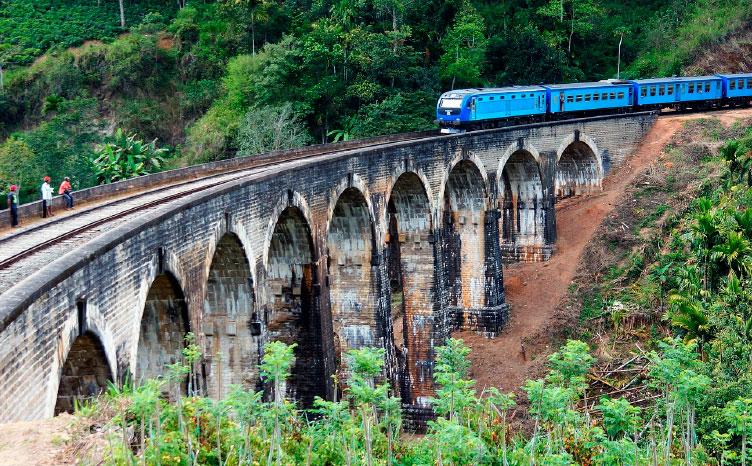 Tren de camino a la pequeña y tranquila Ella - Sri Lanka | viajar haciendo yoga - Apasho