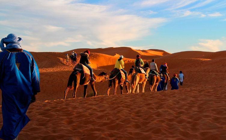 grandes dunas de Erg Chegaga - Marruecos | viajar haciendo yoga - Apasho